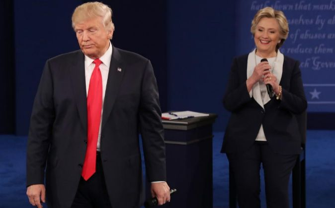 Los candidatos a la presidencia de Estados Unidos, Donald Trump y...
