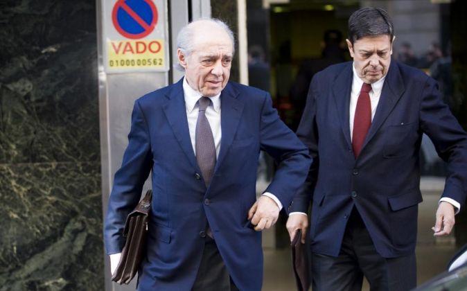 Enrique de la Torre (dcha.), junto a su abogado.