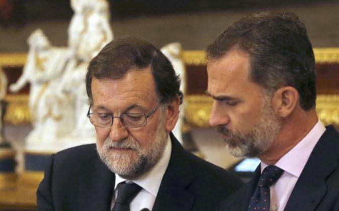 El Rey Felipe VI y el presidente del Gobierno en funciones, Mariano...