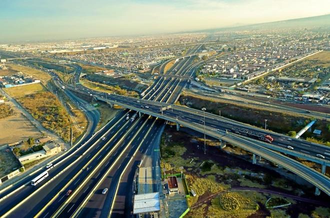 Circuito exterior Mexiquense que circunvala México DF es una de las...
