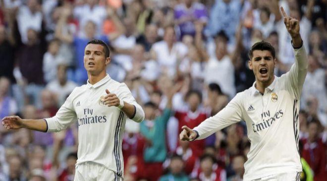 Los delanteros del Real Madrid, Álvaro Morata (d) y Cristiano Ronaldo...