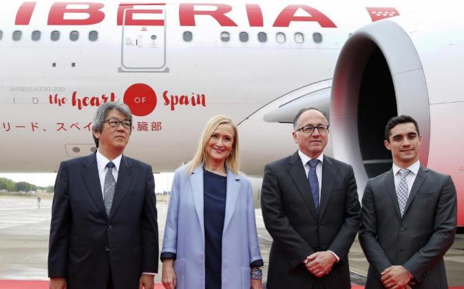 El embajador de Japón en España, Masashi Mizukami; la presidenta de...