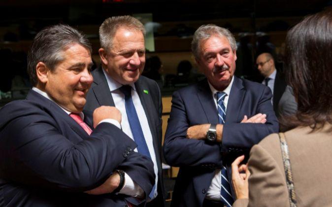 El ministro de Economía alemán, Sigmar Gabriel, el ministro de...