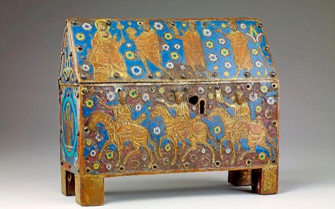 Cofre relicario, hacia 1250. Francia. Aleación de cobre, esmalte,...
