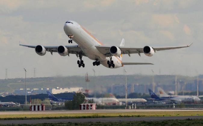 Imagen del despegue de un avión en el aeropuerto de Barajas