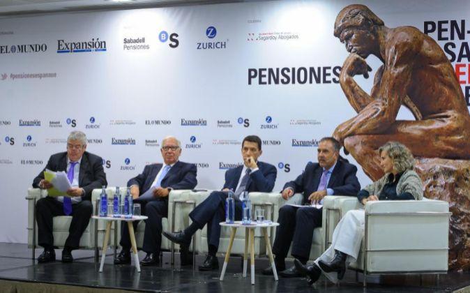 De izda. a dcha., Miguel Valverde, periodista de EXPANSIÓN; Manuel...