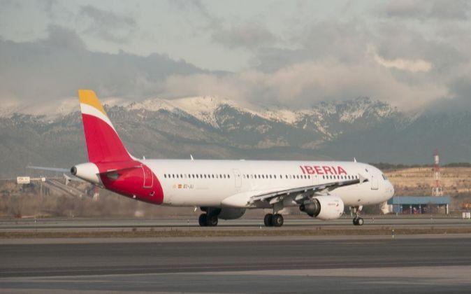 Imagen de un avión Airbus de Iberia en el aeropuerto Adolfo Suárez...