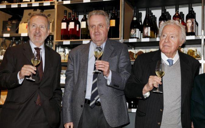 Pedro Bonet, Pedro Ferrer y  Josep Ferrer en la tienda de Freixenet en...