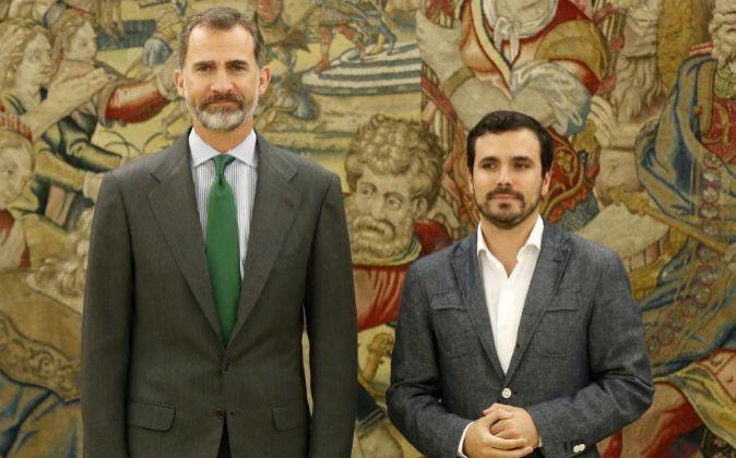 El rRy Felipe VI recibe al coordinador federal de IU Alberto Garzón...