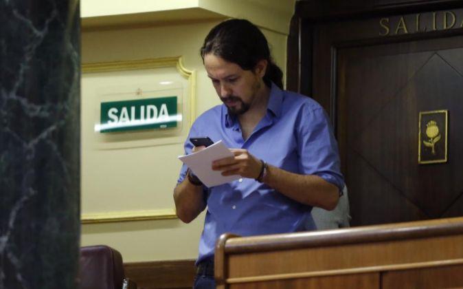 El secretario general de Podemos, Pablo Iglesias, durante el pleno del...