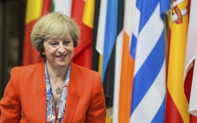 La primera ministra británica, Theresa May, a su salida tras...