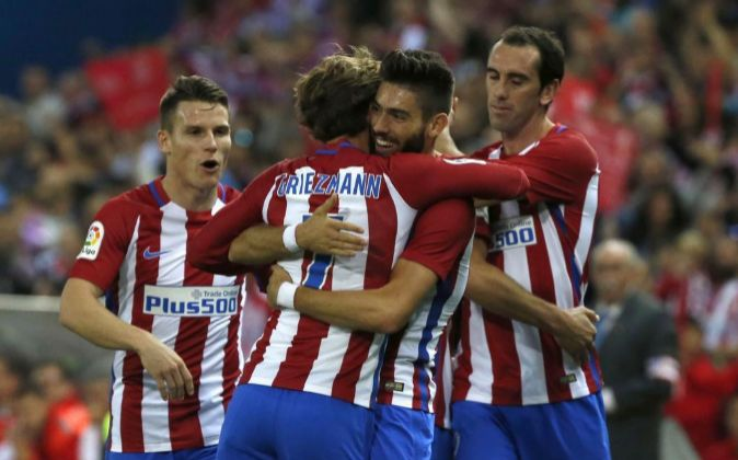 Los jugadores del Atlético de Madrid celebran un gol