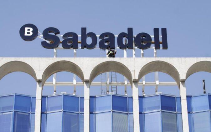 Edificio de Banco Sabadell en Alicante.