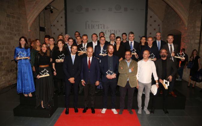 Foto de familia de la entrega de los Premios FUERA DE SERIE Diseño e...