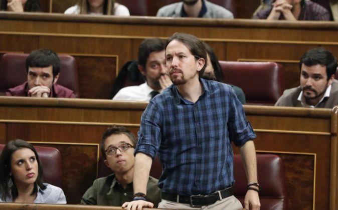 El líder de Podemos, Pablo Iglesias, durante las votaciones del...