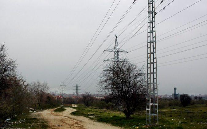 Fotografía de archivo. Tendido eléctrico Pozuelo, Madrid.
