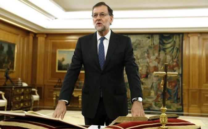 El reelegido presidente del Gobierno, Mariano Rajoy, jura el cargo...