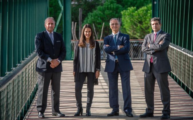 De izda. a dcha., Juanjo Aizcorbe, Marta Milans del Bosch, Santiago...