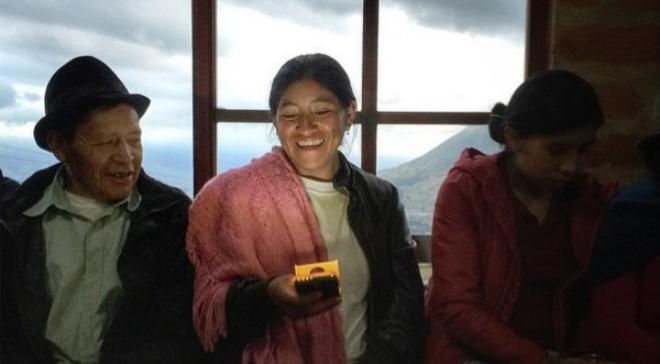 WakaWaka es una pequeña batería y linterna alimentada por energía...