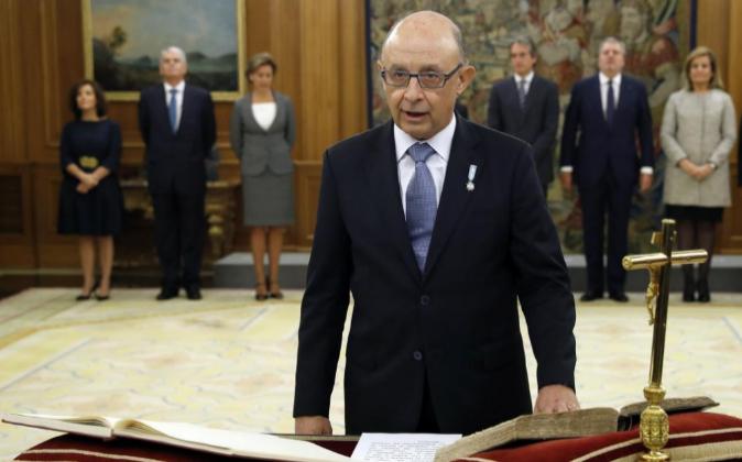 El ministro de Hacienda, Cristóbal Montoro, ha jurado su cargo hoy...
