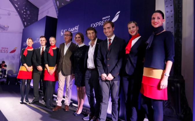 Una muestra de los nuevos uniformes en la presentación de Madrid.