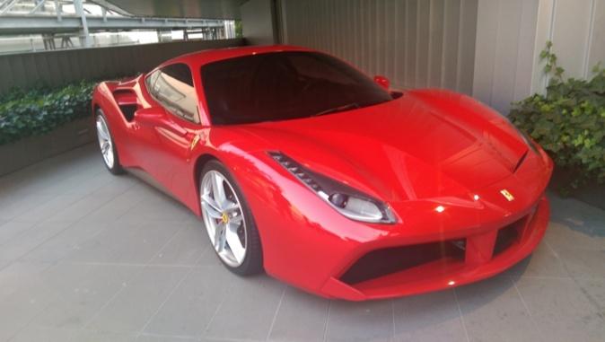 Ferrari 488 GTB en la sede de la marca en Maranello.