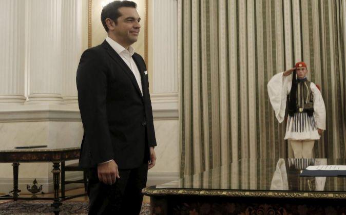 El líder izquierdista Alexis Tsipras jura el cargo de primer ministro...