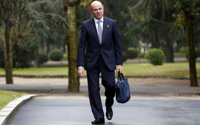 Luis de Guindos acude a la primera reunión del Consejo de Ministros...