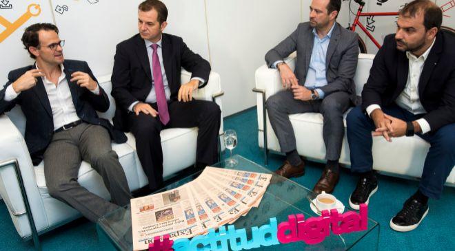 De izq. a dcha., Jorge González de San Román, director digital de...