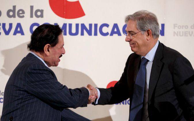 A la derecha, Antonio Fernández-Galiano, presidente de Unidad...