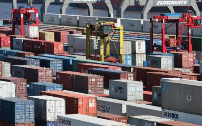Terminal de contenedores del Puerto de Hamburgo, Alemania, el mayor de...