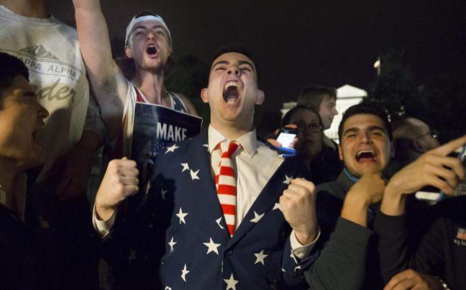 Seguidores de Donald Trumpa las afueras de la Casa Blanca en...