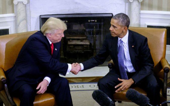 Trump y Obama se estrechan la mano en la Casa Blanca