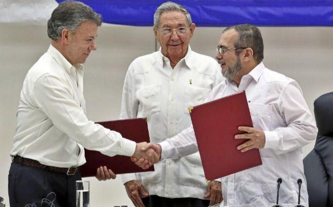 El delegado de las FARC en Cuba, Rodrigo Londoño Echeverri, alias...