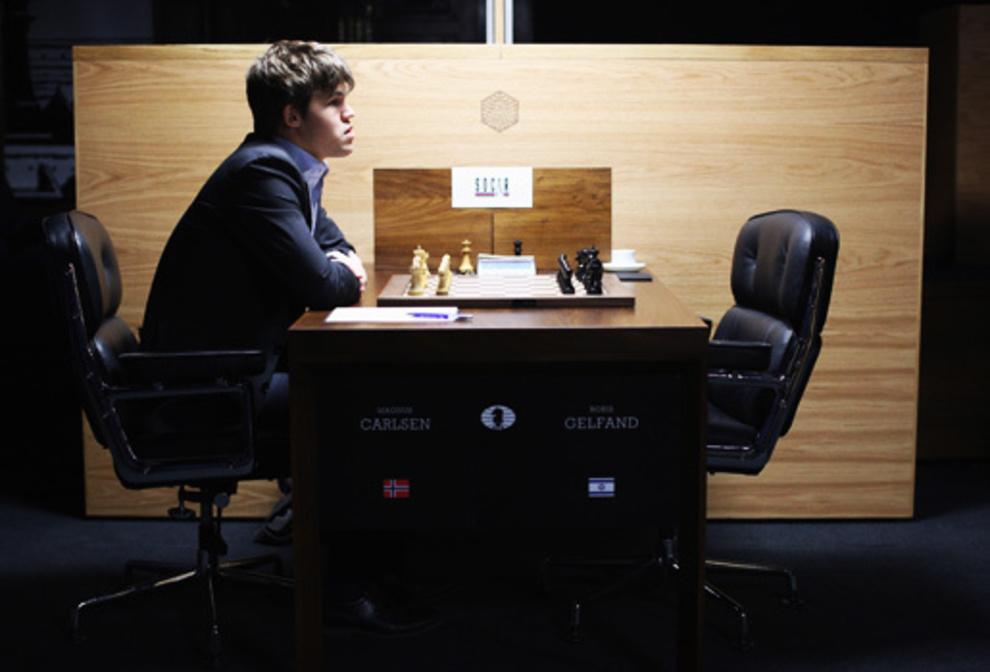 Carlsen, instantes antes de enfrentarse al israelí Boris Gelfand en...