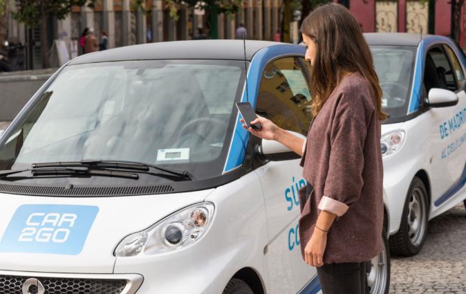 Los usuarios de Car2Go acceden a los vehículos por medio de su...