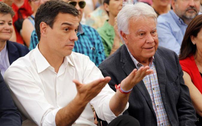 Pedro Sánchez junto a Felipe González.