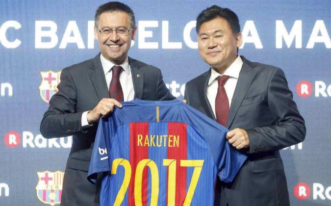 El presidente del FC Barcelona, Josep Maria Bartomeu, y el presidente...