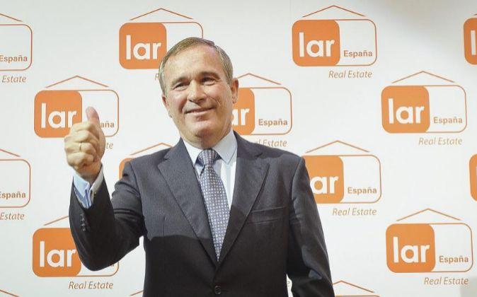 El presidente de Lar España, José Luis del Valle, en la salida a...