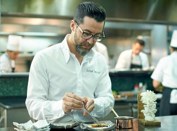 Quique Dacosta tiene tres estrellas Michelin en el restaurante de...