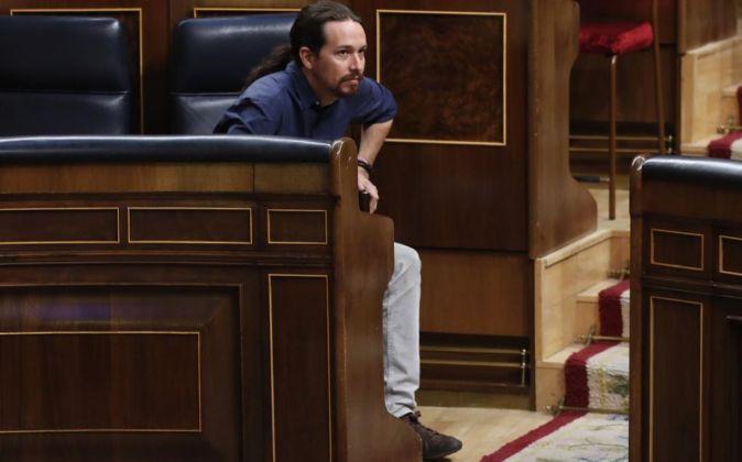 El líder de Podemos, Pablo Iglesias, a su llegada al hemiciclo del...