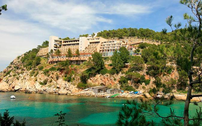 Hotel Cala San Miguel, en Ibiza, adquirido por la Socimi Hispania.