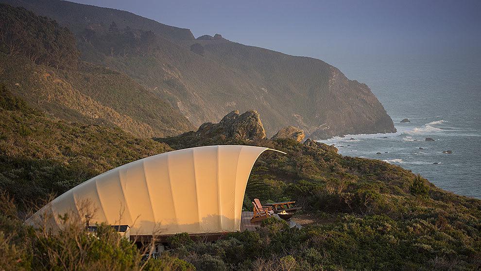 Espectacular ejemplo de instalación de Autonomous Tent, en Big Sur,...