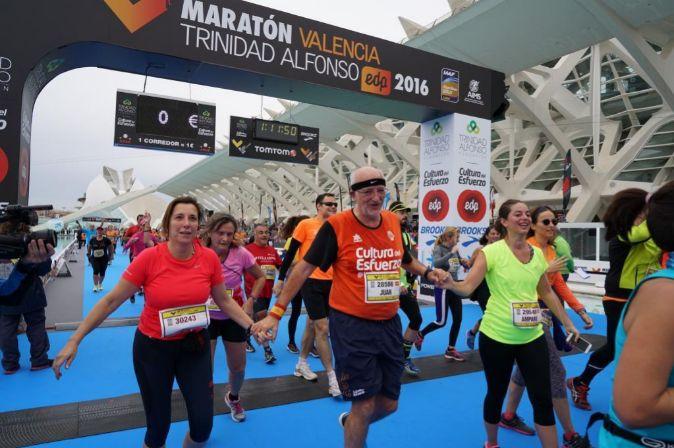 Juan Roig, en el centro junto a su hija Amparo Roig (de amarillo).