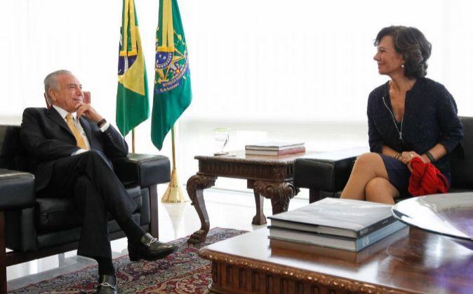 El presidente brasileño, Michel Temer, recibe a la presidenta del...