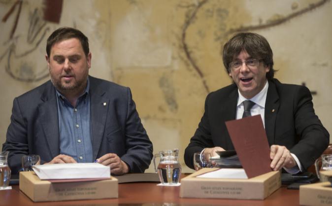 El vicepresidente de la Generalitat, Oriol Junqueras, junto al...