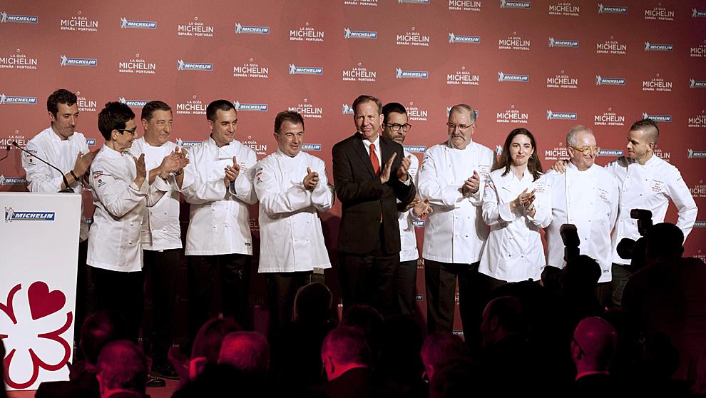 Foto de familia del presidente de Michelin, Michael Ellis, junto a los...