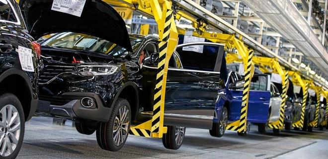 Línea de montaje en la planta de Renault en Palencia, que fabrica los...