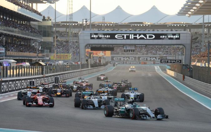 Salida del Gran Premio de Abu Dabi de 2015.