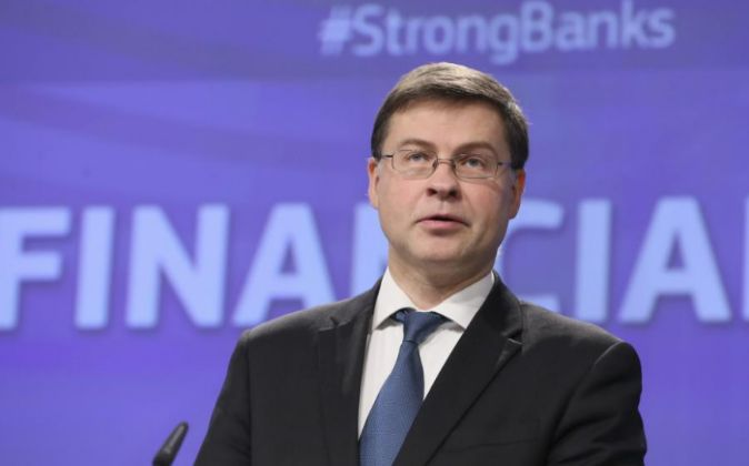 El vicepresidente de la Comisión Europea para el Euro, Valdis...